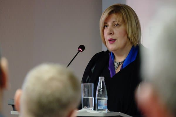 Dunja Mijatovic speaking about how self-regulation can improve freedom of the press in the Western Balkans in Sarajevo, 25 April 2016 (Photo: Urs Thalmann)